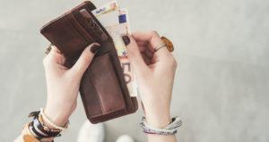 kaufberatung-gebrauchtes-notebook-title Geld in Geldbeutel