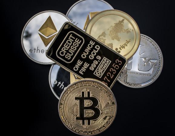 verschiedene Kryptowährungen als echte Münzen