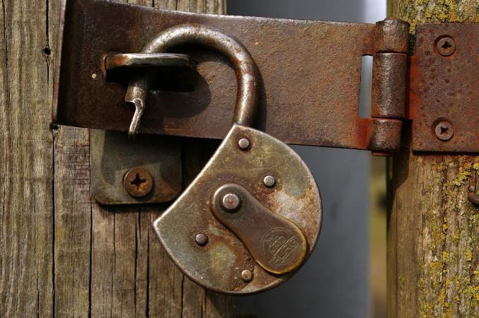 Vorhängeschloss am Tor